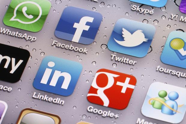 Rrjetet sociale, thikë me dy presa për gratë politikane