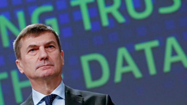 Andrus Ansip nënvizon nevojën urgjente të një marrëveshjeje për heqjen e tarifave roaming