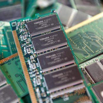 Toshiba pranë shitjes së biznesit të çipeve të memorjes