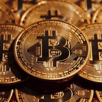 Bitcoin tejkalon vlerën e arit, këmbehet me 1,248 dollar