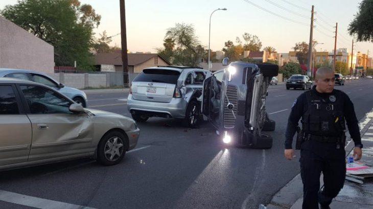 Një makinë autonome e Uber përfshihet në një incident, kompania pezullon programin