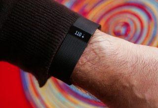 Fitbit udhëheq tregun e veshjeve elektronike ndjekur nga Apple