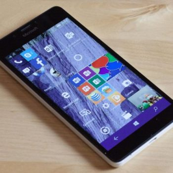 Microsoft publikon listën e telefonëve Windows që do të mbështeten