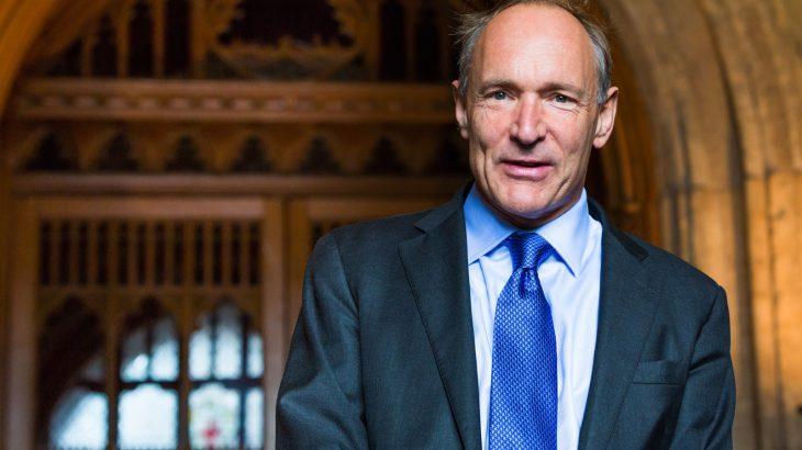 """Tim Berners-Lee: E ndërtuam uebin si një platformë ku njerëzit mund të """"bënin mirë"""""""