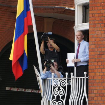 Assange vijon betejën kundër ekstradimit në SHBA në gjykatat Britanike