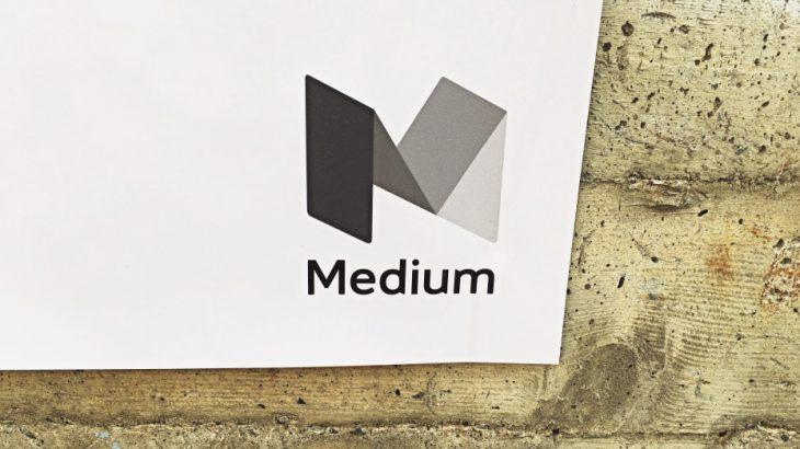 Medium ofron version audio të përmbajtjeve për përdoruesit me pagesë