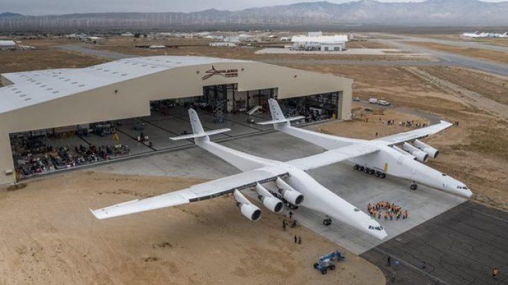 Bashkëthemeluesi i Microsoft prezantoi aeroplanin më të madh në botë