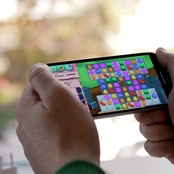 Industria e lojrave dominohet nga platformat mobile