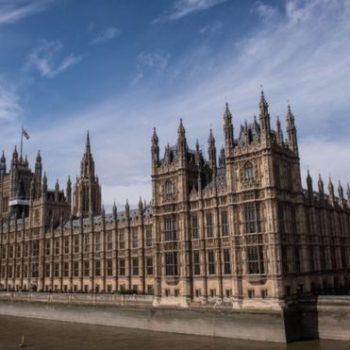 Hakerat sulmojnë Parlamentin Britanik