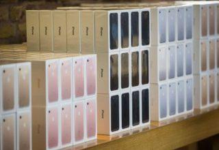 Pesë Rumunë vjedhin në mënyrë spektakolare iPhone me vlerë 500,000 Euro nga një kamion në lëvizje