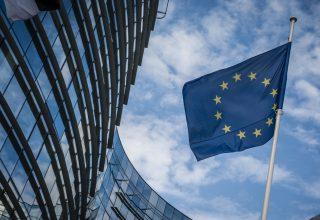 BE miraton direktivën kontradiktore të të drejtave të autorit