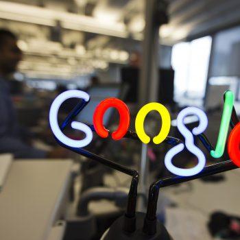 Google ridizajnon aplikacionit mobil të kërkimit me përmbajtje të personalizuara