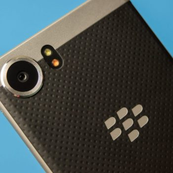BlackBerry KeyOne po vjen në ngjyrë plotësisht të zezë