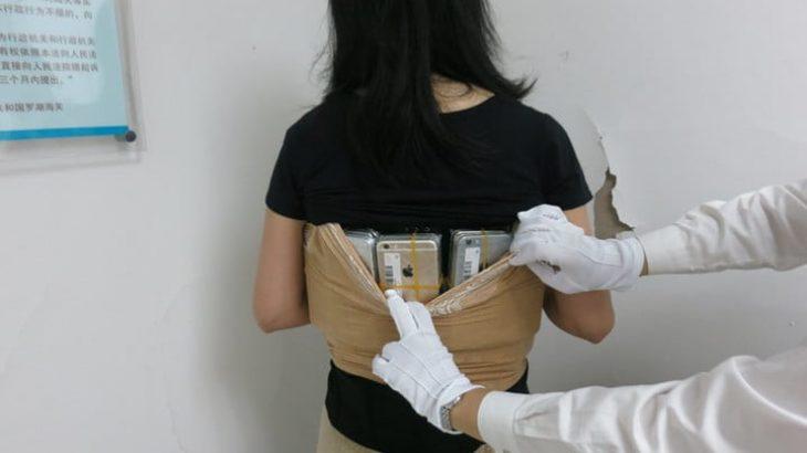 Një grua tenton kalimin ilegalisht në Kinë të 102 iPhone fshehur në trupin e saj