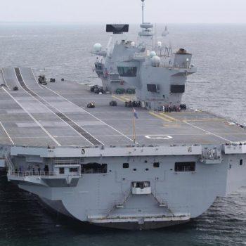 """Siguria e aeroplanmbajtëses Britanike HMS Mbretëresha Elizabet """"në dorë"""" të Windows XP-së"""