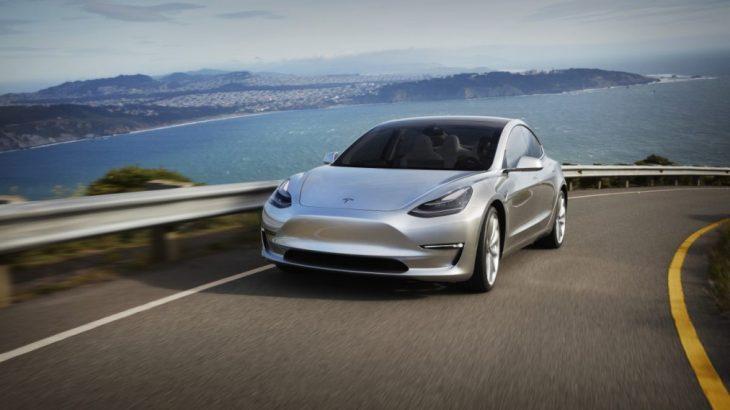 Tesla fillon prodhimin e makinës elektrike për masat Model 3