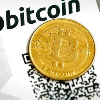 Bitcoin i rikthehet rekordeve, vlerësohet me 3,200 dollar