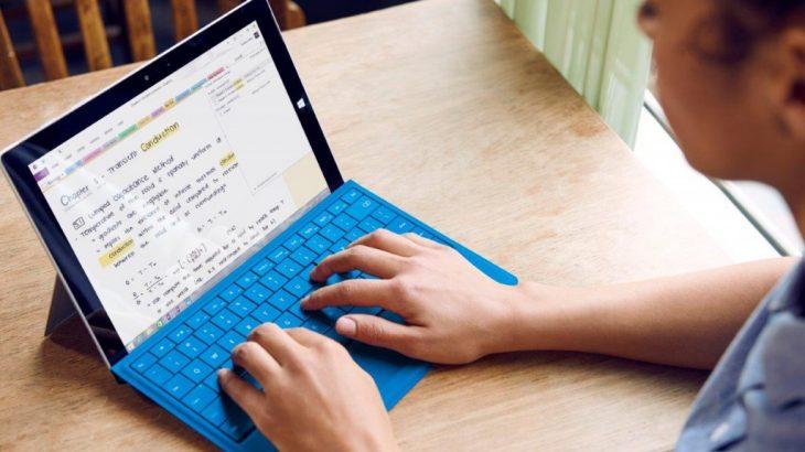 Microsoft Word lexon tekstin me zë të lartë për të njerëzit që vuajnë nga disleksia