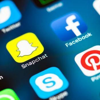 Pavarësisht komenteve negative ndaj dizajnit të ri, shkarkimet e Snapchat rriten ndjeshëm