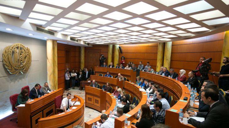 """Bashkia Tiranë investon në projekte TIK, tashmë certifikatat e gjendjes civile do të merren në """"bankomat"""" ose eKioske"""