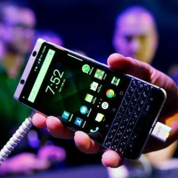 Aksionet e BlackBerry rriten me 12% pas shitjeve rekord të softuerit