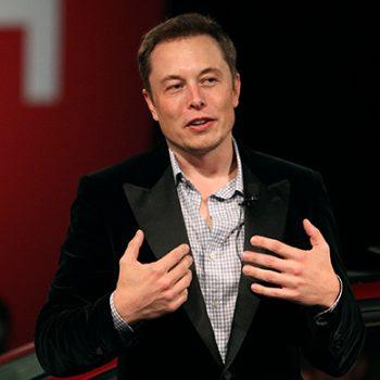 Elon Musk fshin faqet Tesla dhe SpaceX në Facebook