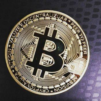 Bitcoin nën 4,500 dollarë, mbarë industria e shqetësuar