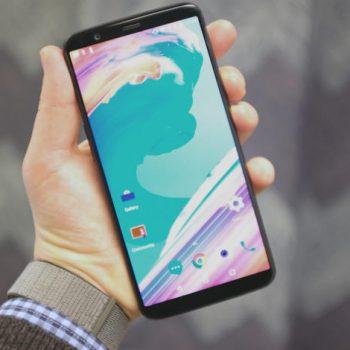 OnePlus 5T është një tjetër telefon kompetitiv me ekran pa skaje