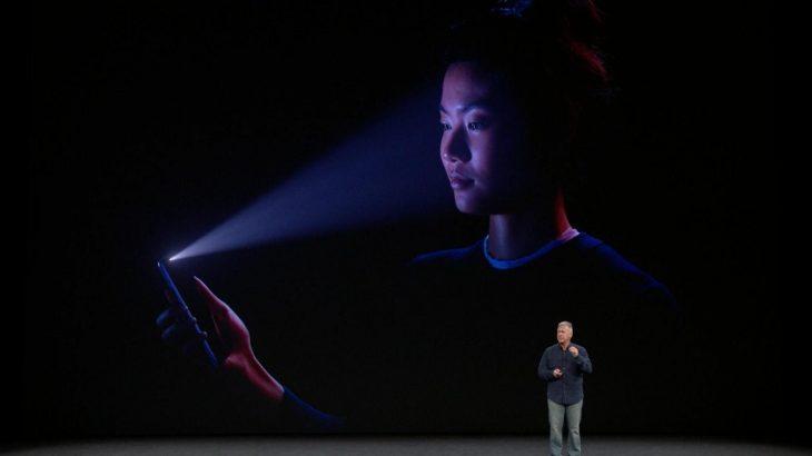 Një fëmijë 10 vjeçar i tregon vendin iPhone X dhe Face ID-së