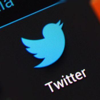 Twitter ndalon verifikimet e profileve
