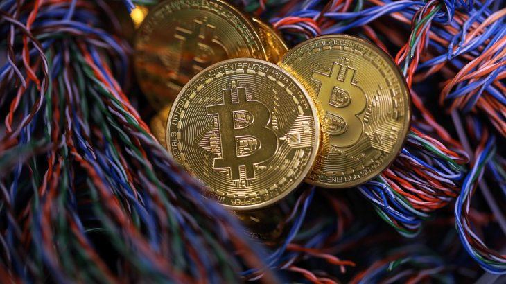 Bitcoin vijon rritjen fenomenale, arrin në 11,000 dollar