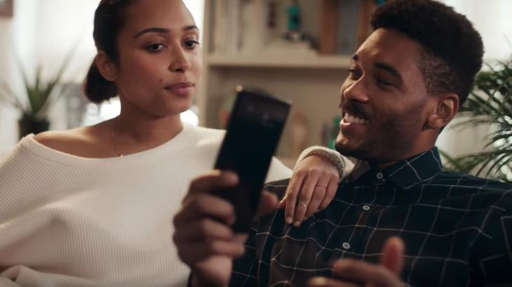 Motorola tall videon tallëse të Samsung ndaj iPhone