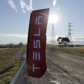 Tesla finalizon fermën e baterive në Australinë Jugore, furnizon 30,000 shtëpi me energji