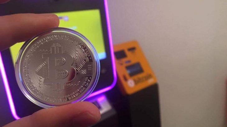 Vlera e Bitcoin bie në pikën më të ulët që prej një viti