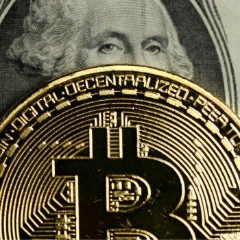 Bitcoin shkon në 15,000 dollar, rritet me 3,000 dollar në 24 orë