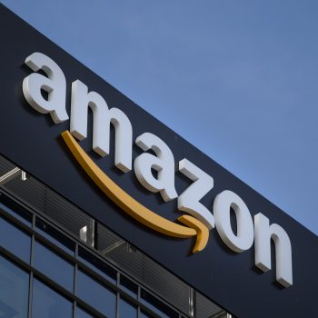 Amazon akuzohet për shitje të produkteve të falsifikuara