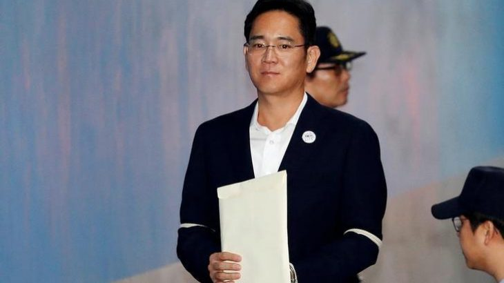 Lideri i Samsung mohon akuzat e korrupsionit