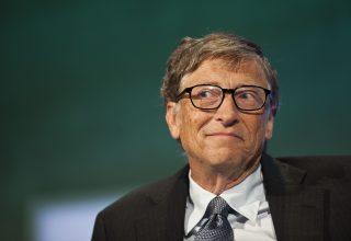 """Bill Gates """"bie"""" nga froni i njeriut më të pasur në botë"""