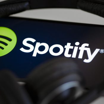 Spotify goditet me një padi 1.6 miliard dollarëshe