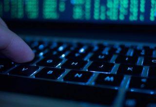 Dy hakerë nga Kosova akuzohen nga SHBA-ja