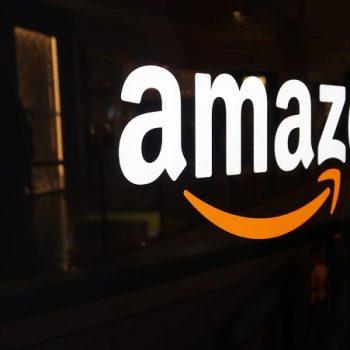 Kompania Amazon bëhet më e vlefshme se Alphabet