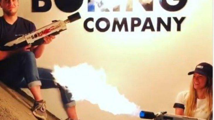Musk shiti 10 milion dollarë flakëhedhëse
