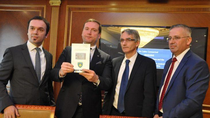 Ministria Kosovare e Punëve të Brendshme prezanton patentë shoferin e parë elektronik në botë