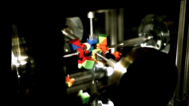 Dy hulumtues Amerikan krijojnë një robot i aftë të zgjidhë kubin Rubik në 0.38 sekonda.