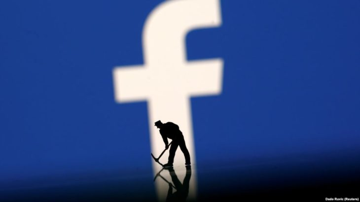Facebook fshin dhjetëra llogari