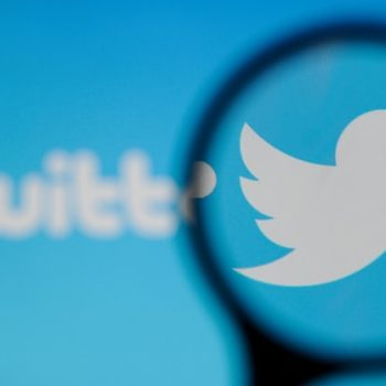 """Twitter u kërkon """"urgjentisht"""" ndërrimin e fjalëkalimeve plot 336 milion përdoruesve"""