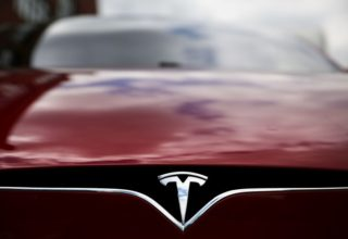 Tesla pranë ndërtimit të makinave plotësisht autonome