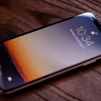 Apple do të adoptojë teknologjinë OLED për të tre modelet e telefonëve këtë vit
