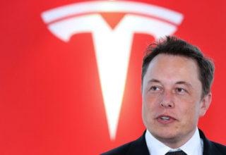 Elon Musk mendon shitjen e Teslas