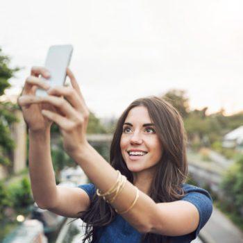 Dita botërore e selfieve, ja sesi të realizoni foton e përkryer